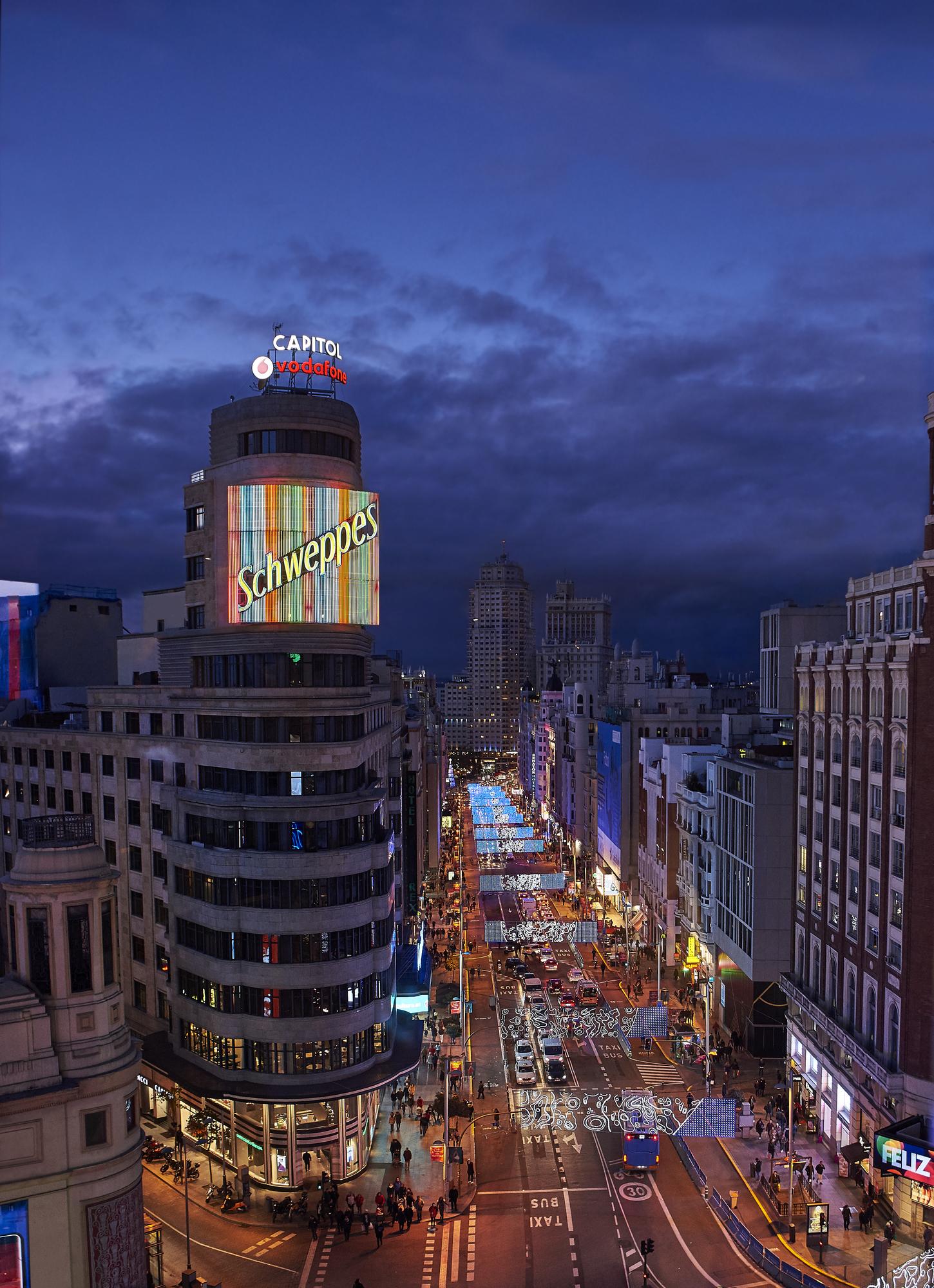 GRan Vía en Madrid nocturna