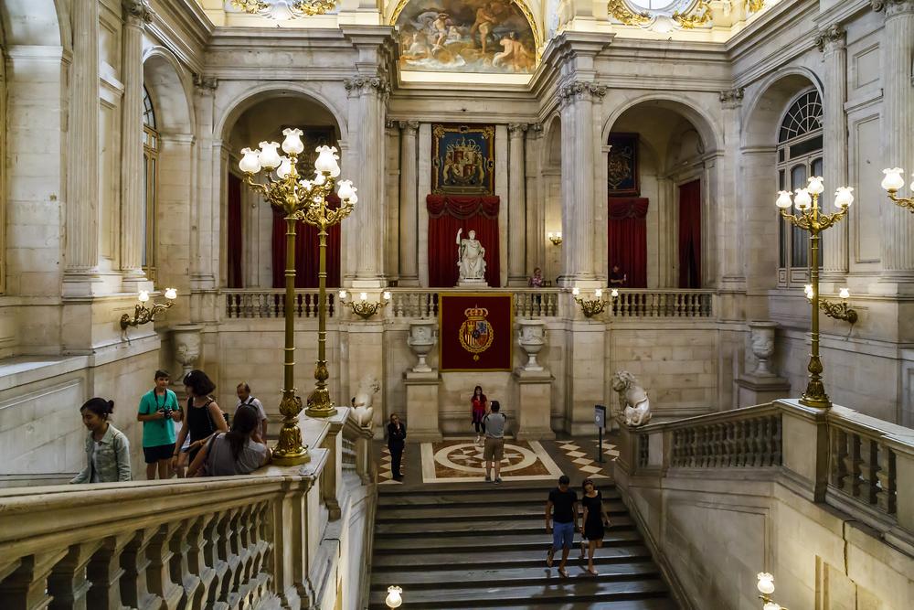 Escalinata de entrada al Palacio Real
